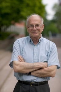 "Nobel laureate challenges psychologists to clean up their act Social-priming research needs ""daisy chain"" of replication."
